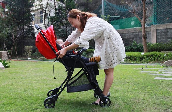 十五合一雙向秒收輕便推車推薦,讓媽媽出門好優雅的韓國品牌CAPELLA S201 Wi-Lite卡培樂巧飛輪推車