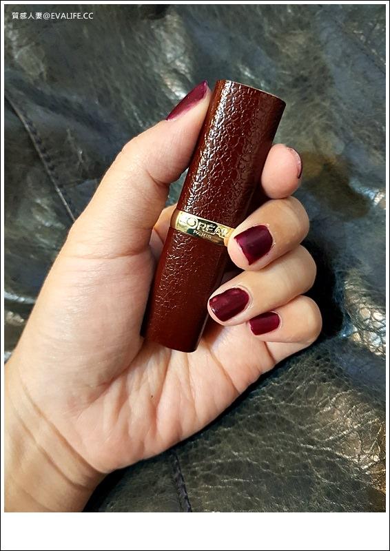 試色。推薦小棕皮唇膏642,巴黎萊雅奢華皮革訂製唇膏限量版!