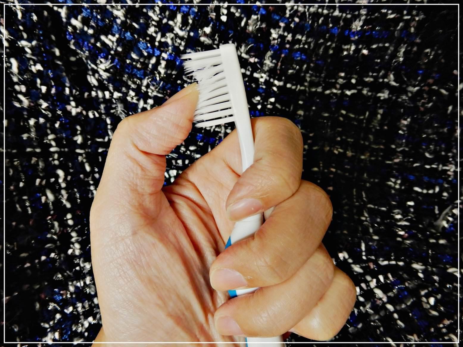 健康無價!情侶夫妻交換禮物推薦,看得見齒垢的赫睿LED替換式「潔淨光牙刷」