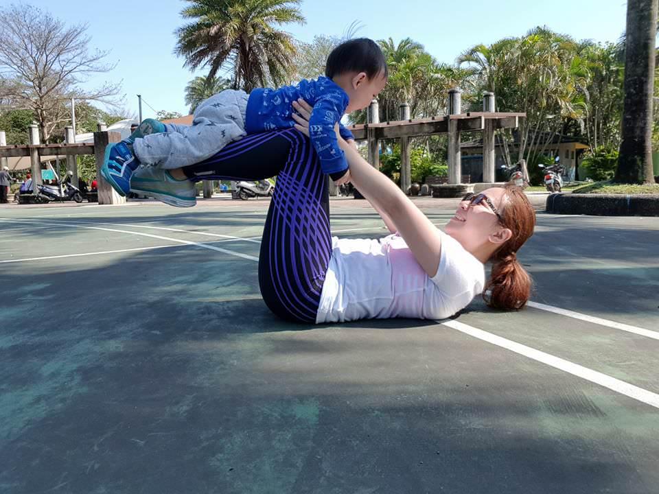 天地合補葡萄糖胺飲,讓網美媽媽更有活力陪孩子一起成長