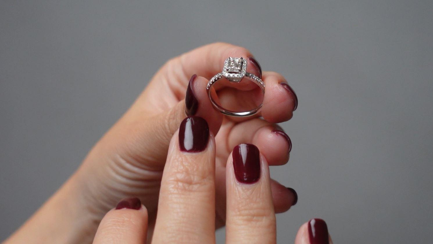 """依娃結婚六周年了~「因為在乎所以要更有意義」 老公甜蜜獻上""""未來鑽石""""紀念婚戒 守護彼此訂下永恆約定!!"""