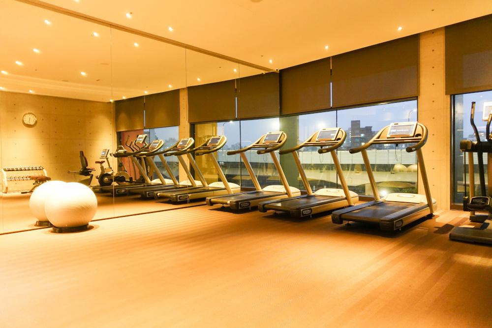 【台北信義區住宿】誠品行旅可遠眺101的氣質飯店,一整面書牆適合文青的你