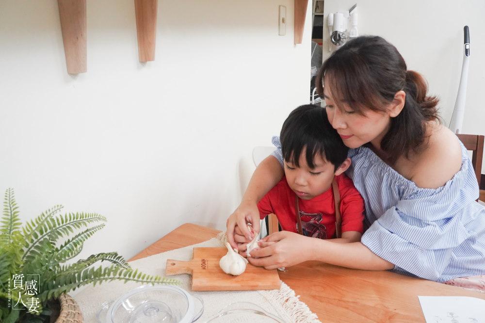 【親子料理食譜】 香蒜九層塔鮮蝦義大利麵,特別加上蝦湯蝦油來提味