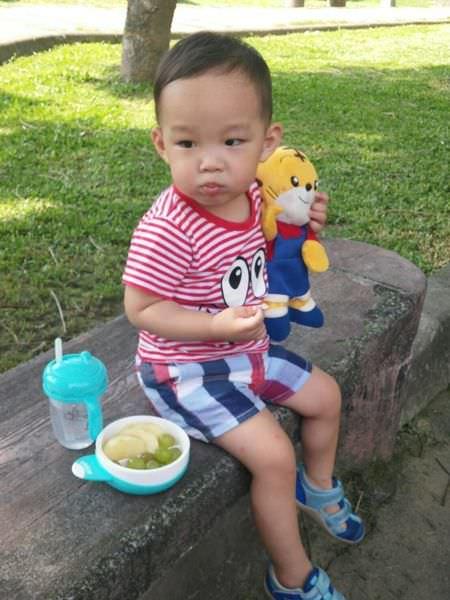[試用]MIT台灣製造的華林Farlin繽紛蹦蹦碗跟兒童吸管學習水杯